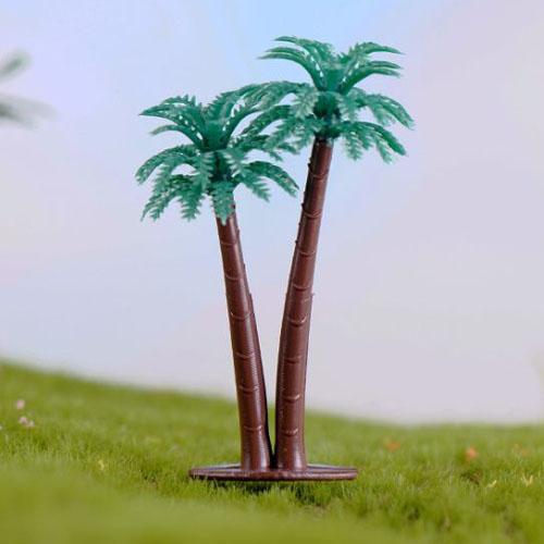 Hai cây dừa cảnh