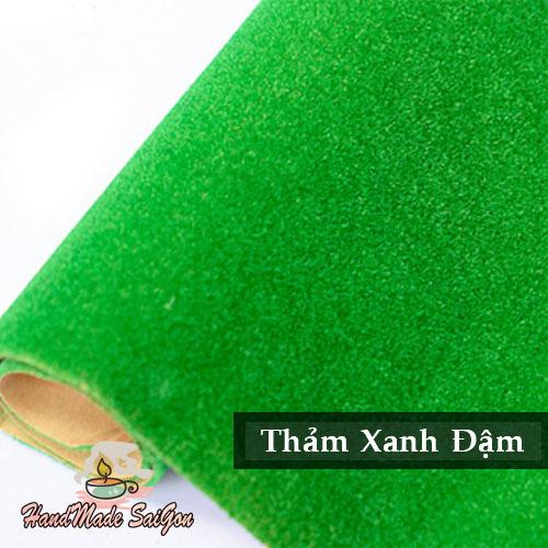 Thảm cỏ xanh đậm