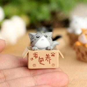 Mèo con trong hộp